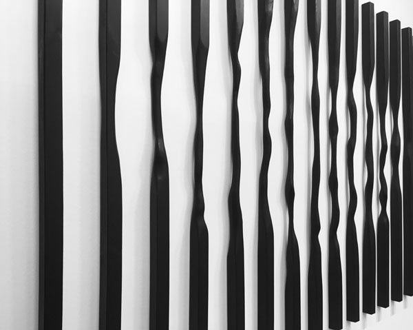Sans titre (Verticales), 2017 / Bois, encre et cirage / 240 x 420 x 7 cm