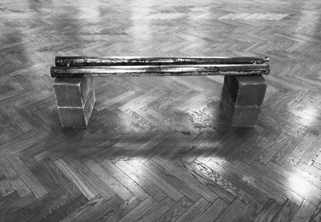 Banc, 2014 / Composition, 2014 / Métal et béton / 50 x 160 x 30 cm env.