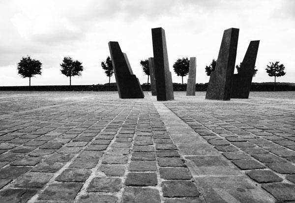 Comme un gant, 2015 / Pierre bleue du Hainaut / Commande publique, Thuin