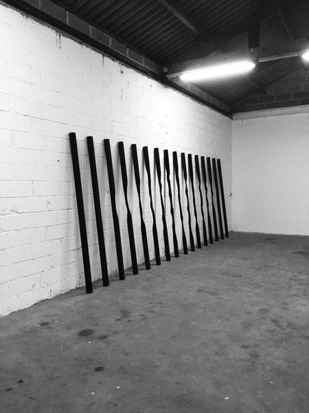 Sans titre, 2017 / Bois, peinture acrylique et cirage / Dimensions variables