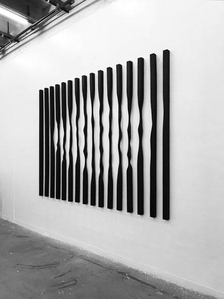 Sans titre (Verticales), 2017 / Bois, encre et cirage / 240 x 325 x 7 cm