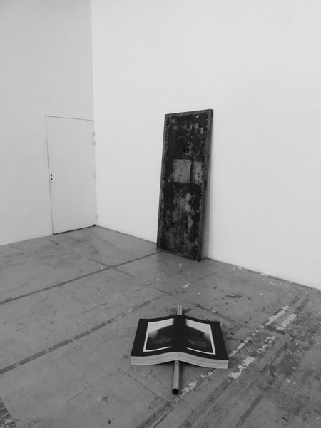 Mat, 2019 / Porte de prison (Saint-Paul, Lyon), miroir / 205 x 82 x 25 cm