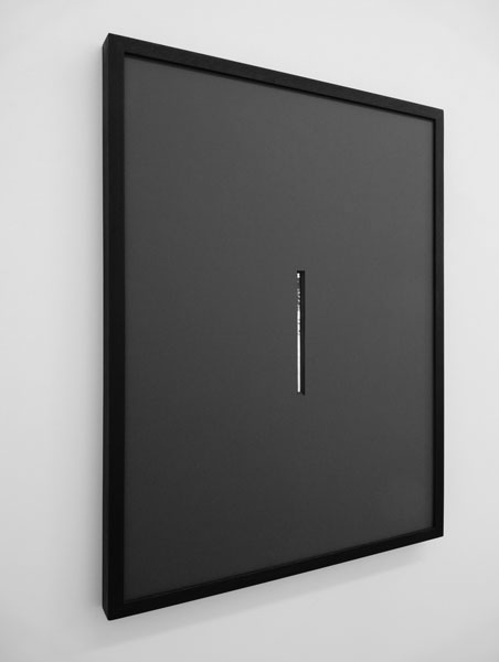 Par la meurtrière, 2011 / Marie-Louise grise, miroir et cadre en bois foncé / 60x80 cm