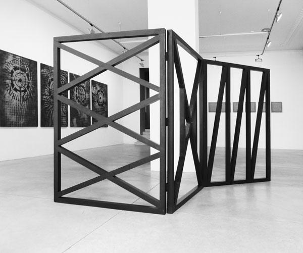 La Gueule ouverte, 2016 / Bois, peinture noire et cirage