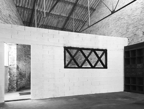 La Gueule ouverte, 2016 / Intervention in situ, bois carbonisé