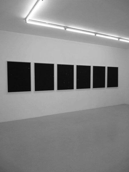 La Pluie qui tombe, 2009-2012 / Photographies noir & blanc / 80,7 x 103,6 cm chq.