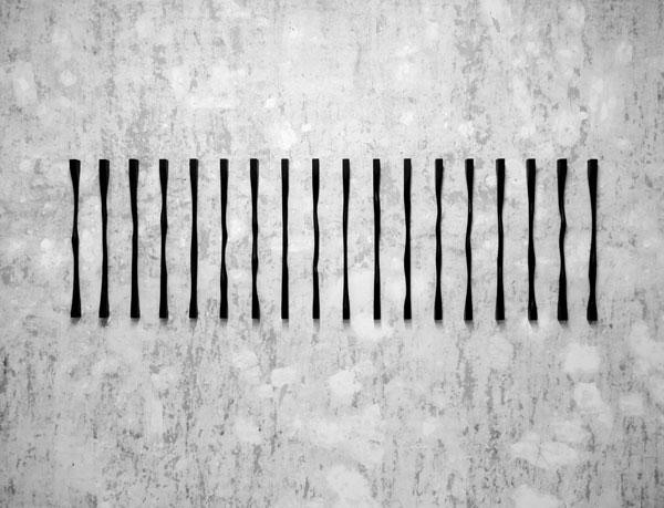 Sans titre (Verticales), 2017 Bois, encre et cirage / Dimensions variables