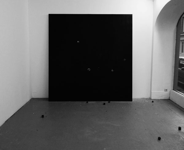 Sans titre, 2011 / Tirs de flash ball sur placoplatre / Dimensions variables