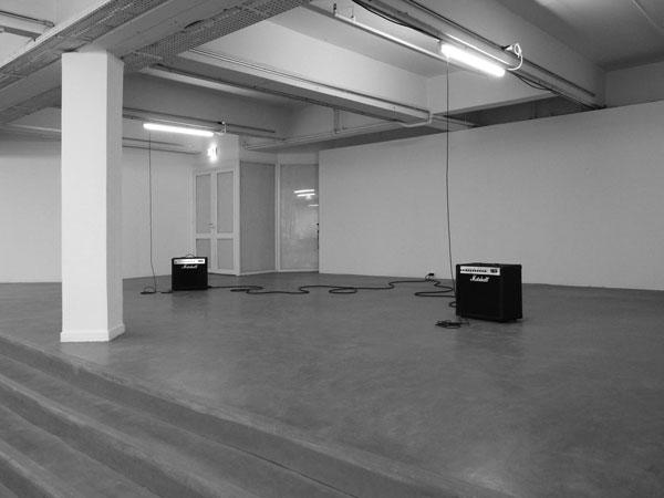 Sonatine (Mélodie Mortelle), 2008-2012 / Tubes fluorescents usagés et altérés, micros et amplis