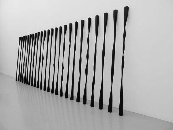 Sans titre, 2010 / Bois et peinture acrylique / Dimensions variables