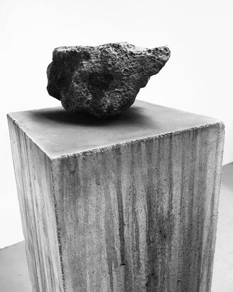 Vol de nuit, 2016 / Béton, météorite ferreuse (Argentine) et oxydation
